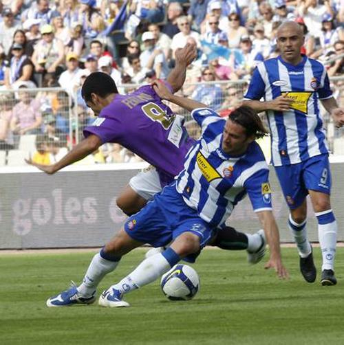 Jarque roba la pelota a Fernando