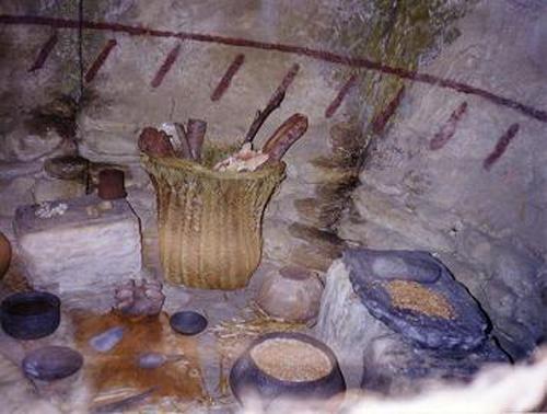 Interior de una cabaña de Los Millares