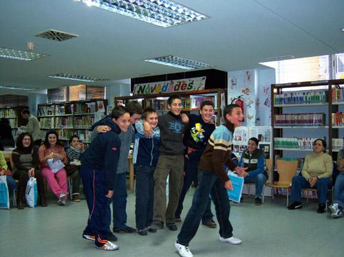 Chavales en la Biblioteca Provincial de Málaga