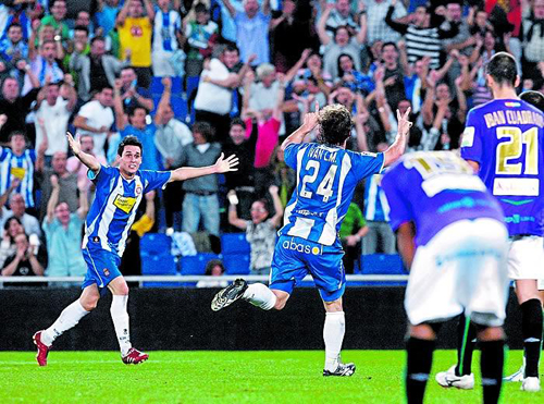 Iván Alonso celebra el gol de la victoria perica
