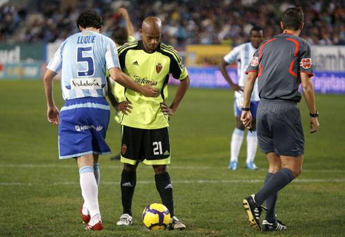 Ewerthon a punto de tirar el penalty del Zaragoza