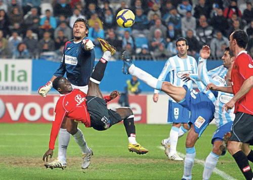 Munua salvó los puntos para el Málaga