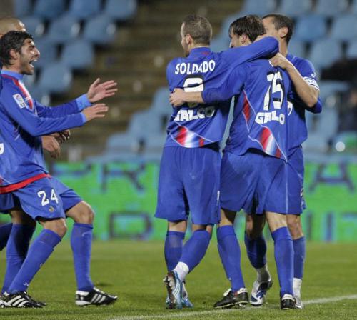 Los hombres del Getafe celebrando uno de los cinco goles de ayer