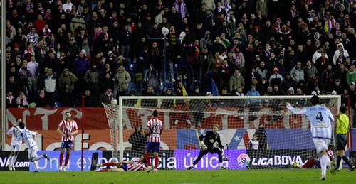 El Málaga sacó los tres puntos del Calderón