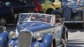 vista previa del artículo Caravana de coches clásicos en la Feria de Málaga